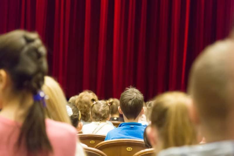 aller au theatre avec vos enfants