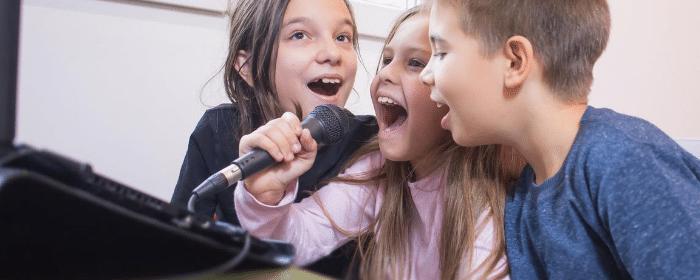 karaoke pour amuser les enfants pendant un anniversaire